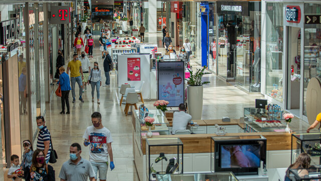 Za prísnych hygienických podmienok sa otvorili aj obchodné centrá.