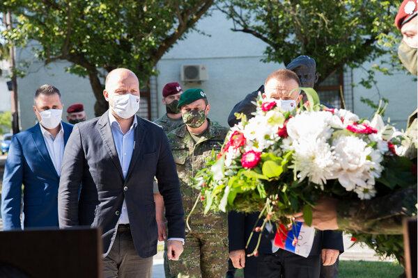 Minister obrany Jaroslav Naď navštevuje vojenské útvary, po Žiline prišiel aj do Martina.