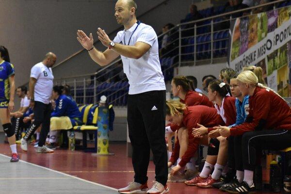 František Urban zostáva na lavičke Slavie Praha, s klubom predĺžil zmluvu.