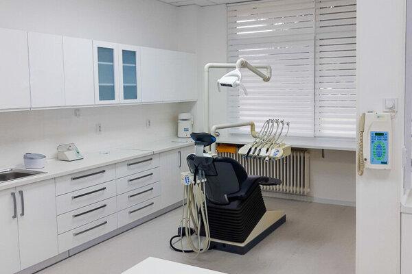 Zubná ambulancia je už zariadená.