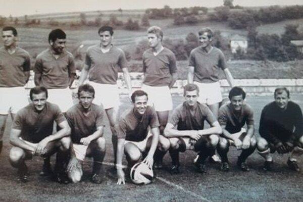 ZVL Považská Bystrica (II. liga, ročník 1968/69). Horný rad zľava: Kopčan, Mikulec, Jokel, Pajerchin, Brada. Dolný rad zľava: Senko, V. Sýkora, Kováč, Gogol, Danajovič, Sliacky.