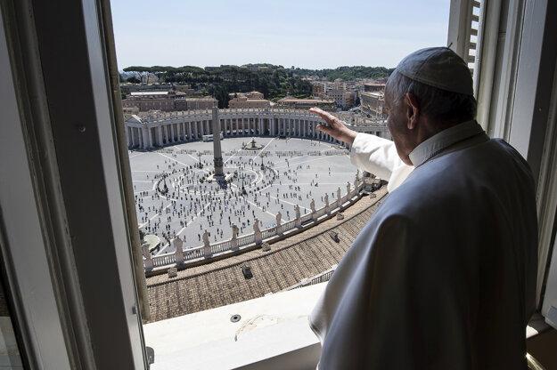 Pápež František sa prihovoril veriacim.