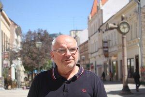 Djulnear Saliji, šéf najlepšej zmrzliny v Nitre a dlhoročný hokejový tréner.