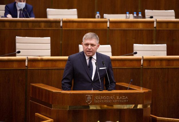 Počas ustanovujúcej schôdze vystúpil pri rečníckom pulte 20. marca 2020.