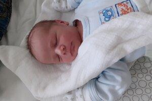 Tomáš Rosa (3430 g, 52 cm) sa narodil 26. apríla Veronike a Jozefovi zo Svinnej.