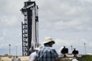 Raketa Falcon 9 firmy SpaceX pripravená na štart.