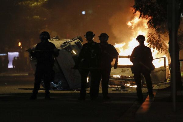 Len niekoľko blokov od Bieleho domu bolo založených niekoľko požiarov.