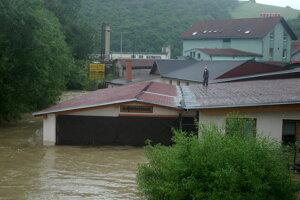 Povodne 2010: Bardejov. Zaplavilo budovy takmer až po strechy.