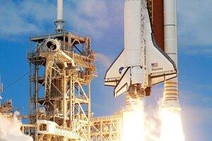 Raketoplán Discovery pri štarte v roku 2007. Ako ostatné raketoplány mal tri hlavné časti: družicový stupeň raketoplánu, dva pomocné štartovacie stupne na tuhé palivo a vonkajšej palivovej nádrže.