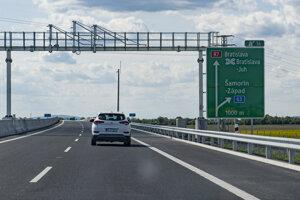 Rýchlostná cesta R7 tesne pred dokončením a odovzdaním do užívania.