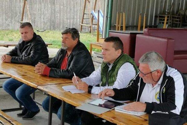 Zástupcovia ObFZ Nové Zámky zľava: Zsolt Kukan, Ľuboš Marci, Peter Kováč a Viliam Riška.