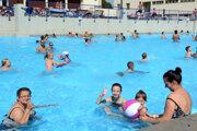 Ľudia sa už na kúpaliská tešia, chýba však teplé počasie.