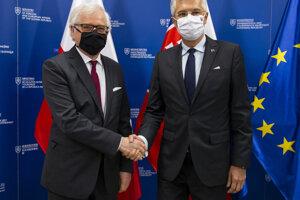 Na snímke vpravo minister zahraničných vecí a európskych záležitostí SR Ivan Korčok počas stretnutia s poľským rezortným partnerom Jacekom Czaputowiczom (vľavo) 5. júna 2020 v Bratislave.
