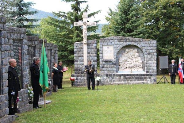 V Handlovej sa pri Pamätníku obetiam banských nešťastí konala pietna spomienka.
