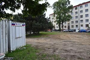 Vo vnútrobloku na 17. novembra v Prešove má vyrásť aj detské ihrisko. Miestni sa obávajú zgrupovania asociálov.