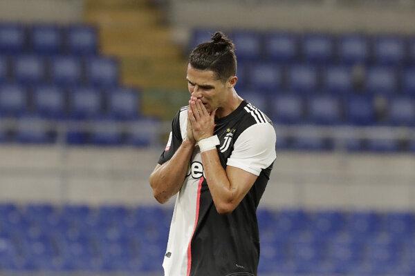 Cristiano Ronaldo počas zápasu s Neapolom.