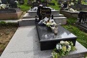 Nový hrob rodičov Mariky Gombitovej.