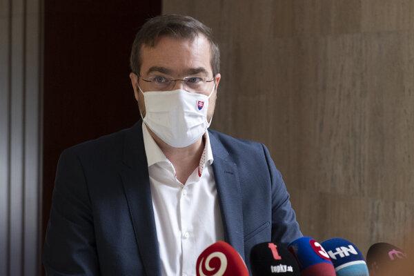 Minister zdravotníctva Marek Krajčí (OĽaNO) pred rokovaním 26. schôdze vlády SR.