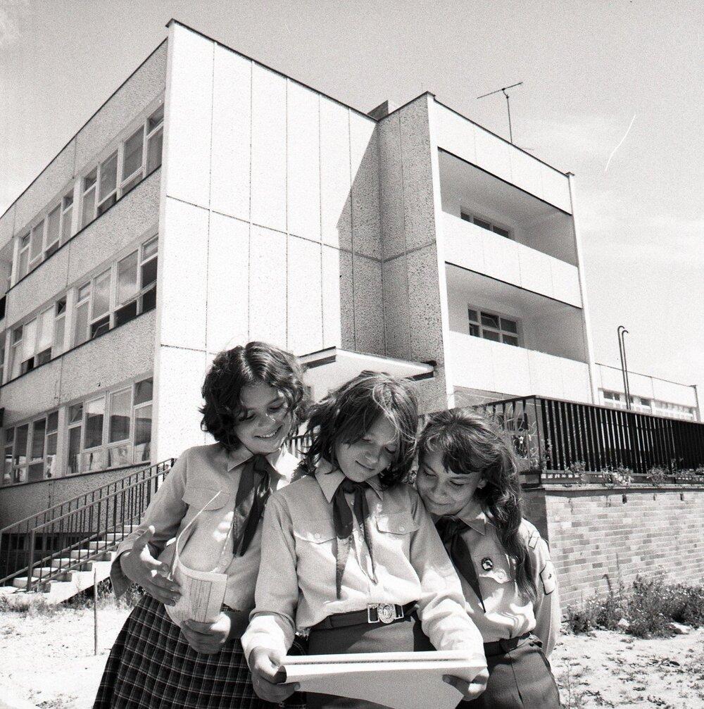 1976. Žiačky zo školy na Bílikovej ulici v Bratislave.