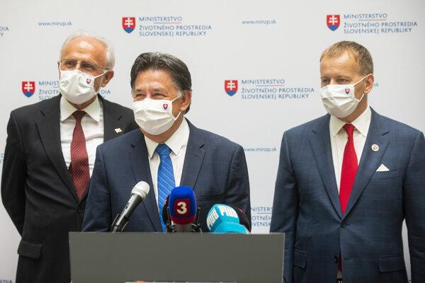 Sprava predseda NR SR Boris Kollár (Sme rodina), minister životného prostredia SR Ján Budaj (OĽaNO) a minister pôdohospodárstva SR Ján Mičovský.