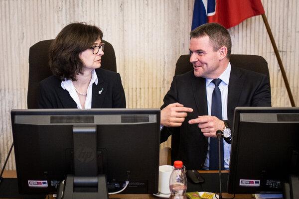 Ministerka Žitňanská počas prvého zasadnutia nového kabinetu.