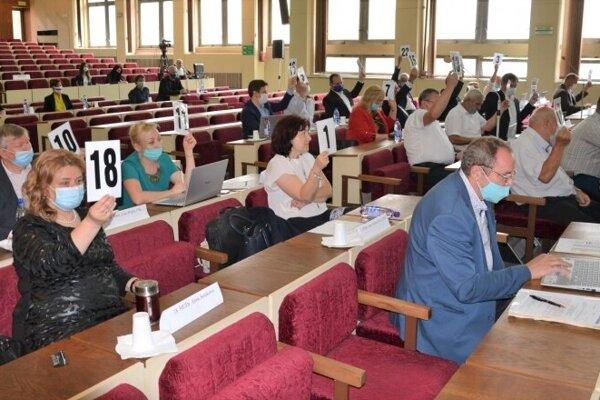 Mládežnícky parlament schválili mestskí poslanci na zasadnutí 29. júna.