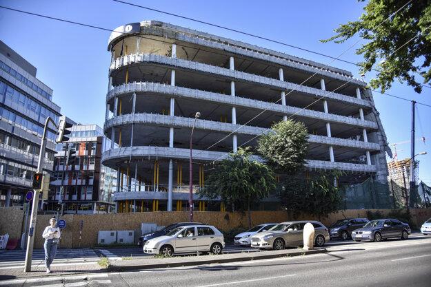 Búracie práce budov Apollo Business Centre, 7. júl 2020.