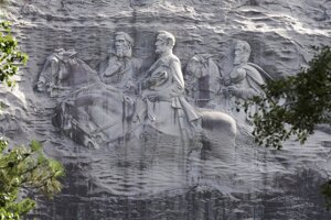 Stonewall Jackson, Robert E. Lee and Jefferson Davis, v reliéfe v Stone Mountain.