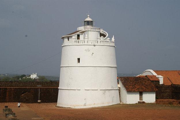 Starý portugalský maják v pevnosti Aguada.