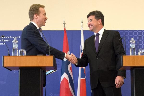 Minister zahraničných vecí Miroslav Lajčák (vpravo) a minister zahraničných vecí Nórska Borge Brende.