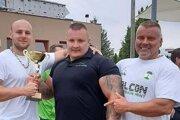 """Štefan """"Cimet"""" Nagy (v strede) mal úspešný štart sezóny."""