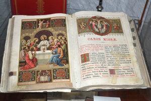 Súčasťou výstavy je aj prehliadka liturgických kníh.
