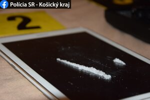 Zo zaistenej bielej kryštalickej látky by sa dalo vyrobiť najmenej 5 900 bežných dávok drogy.