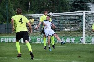 Záber zo zápasu medzi Makovom a Skašticami.