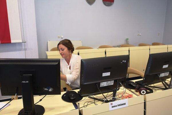 Primátorka bola pripravená na zasadnutie zastupiteľstva cez videokonferenciu. Poslanci sa neprihlásili, chceli sa stretnúť.
