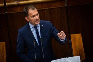 Premiér Igor Matovič počas svojho vystúpenia v pléne Národnej rady počas mimoriadnej schôdze.
