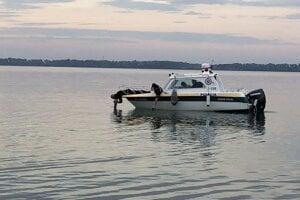 Pátranie po telách dvoch utopených mladíkov.