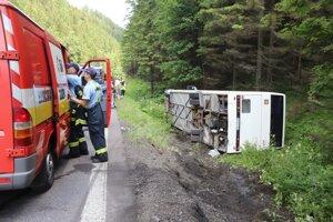 Autobus havaroval pod Donovalmi.