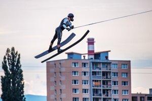 Alexander Vaško ml. zaznamenal v skokoch výkon 63,8 metra.