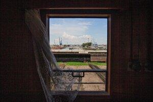 Prístav cez okna Šturca.