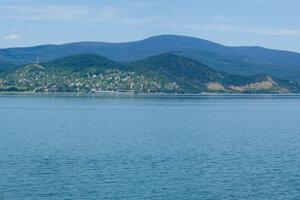 Panoramatický pohľad, dominuje vrch Kyjov.