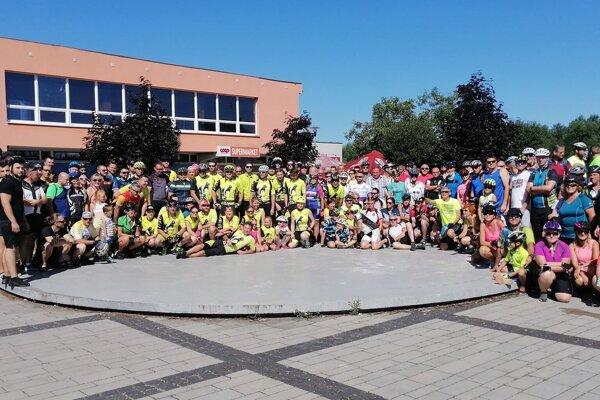 Spoločná fotka účastníkov pred začiatkom podujatia.