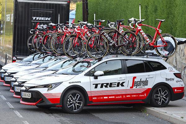 Doprovodný tím Trek-Segafredo na pretekoch La Vuelta v auguste 2019.