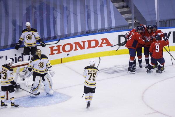Hokejisti Capitals sa tešia z gólu do siete Bostonu.