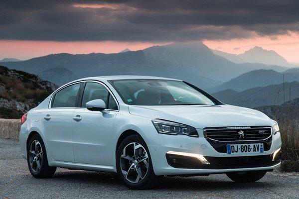 Peugeot stavil na kombináciu nového naftového motora a šesťstupňového automatu. K uvedeniu si automobilka pripravila limitovanú sériu Business Line.