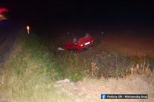 Mladík, ktorý pod vplyvom alkoholu zapríčinil dopravnú nehodu pri Bajči, z miesta ušiel.