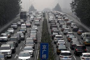 Dopravná zápcha v čínskej metropole Peking.