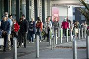 Ľudia na Novom Zélande nakupujú pred zavedením nových opatrení.
