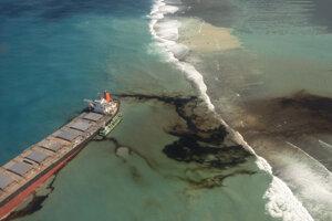 Únik ropných látok z lode MV Wakashio plaviacej sa pod panamskou vlajkou v nedeľu 9. augusta 2020 pri pobreží ostrova Maurícius.