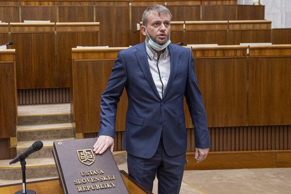 Poslanec za ĽSNS Eduard Kočiš.